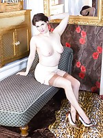 Brianna wows in her vintage girdle, jazzy heels and stunning nylons!