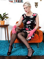 Ashleigh helping you to relax in black lacy panties and ff nylons